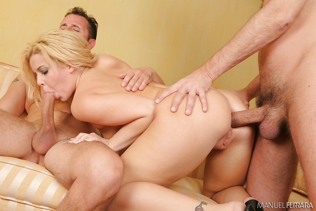 Блондиночка отсосала у парней и позволила им устроить двойное проникновение ххх фото. Порно блондиночка.