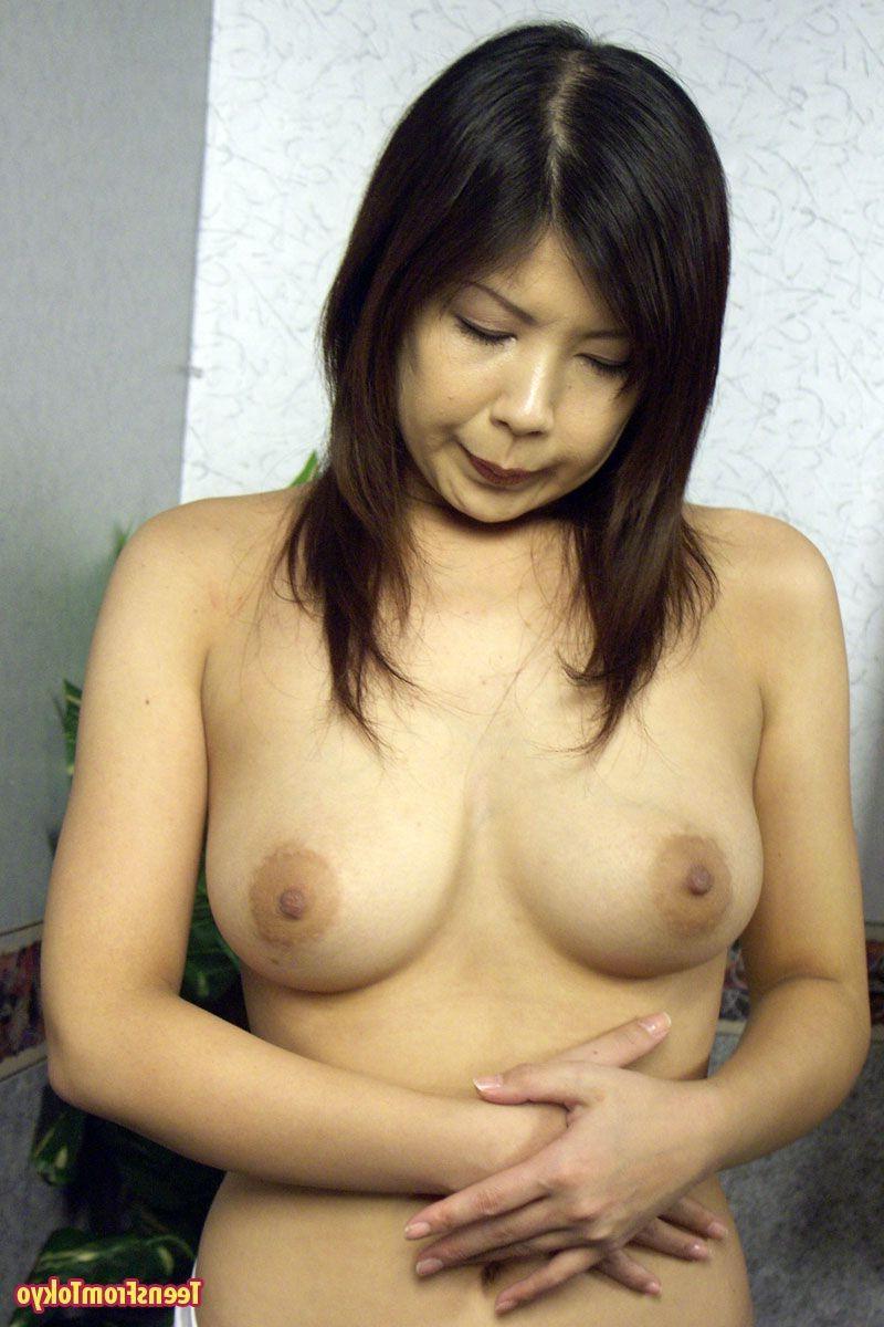 Японскую шалашовку соблазнительно унижают. Порно соблазнительно унижают.