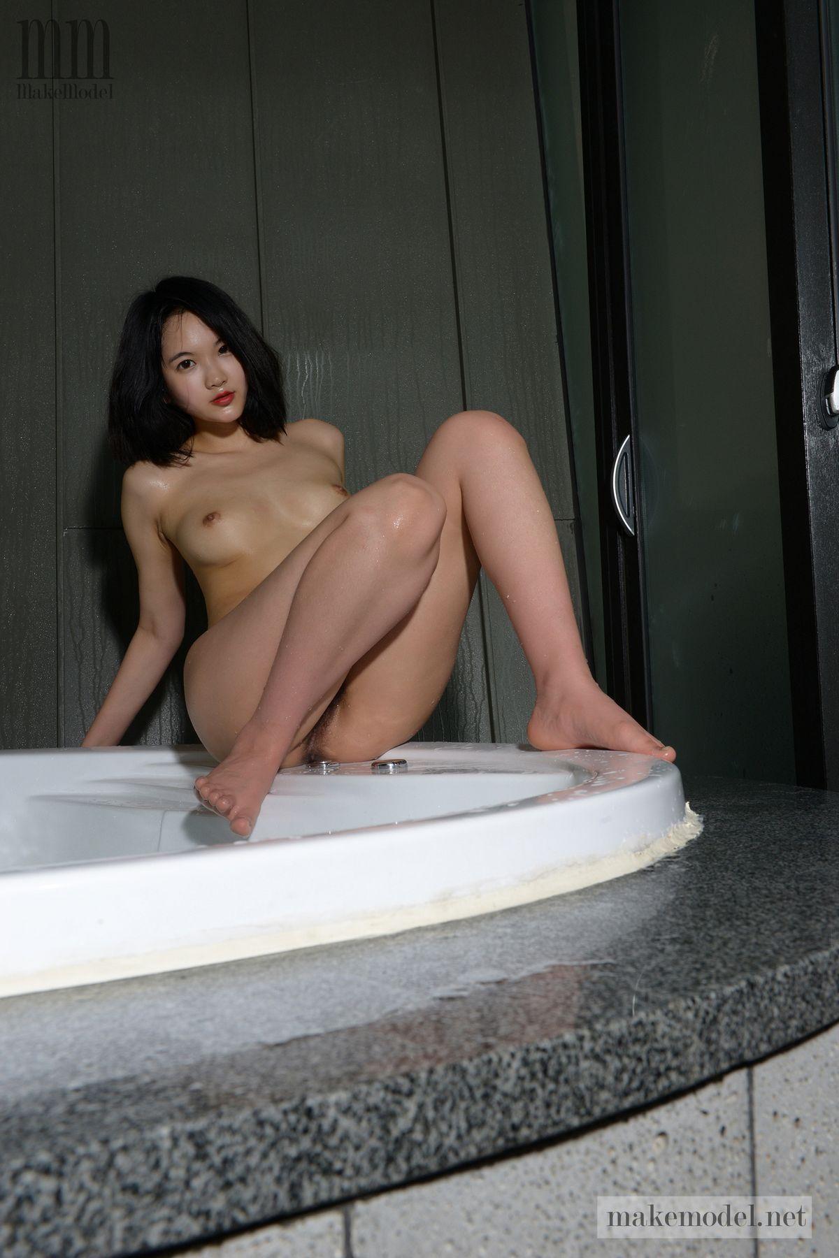 Суиджи - прекрасная японка с пушистой киской. Порно суиджи.