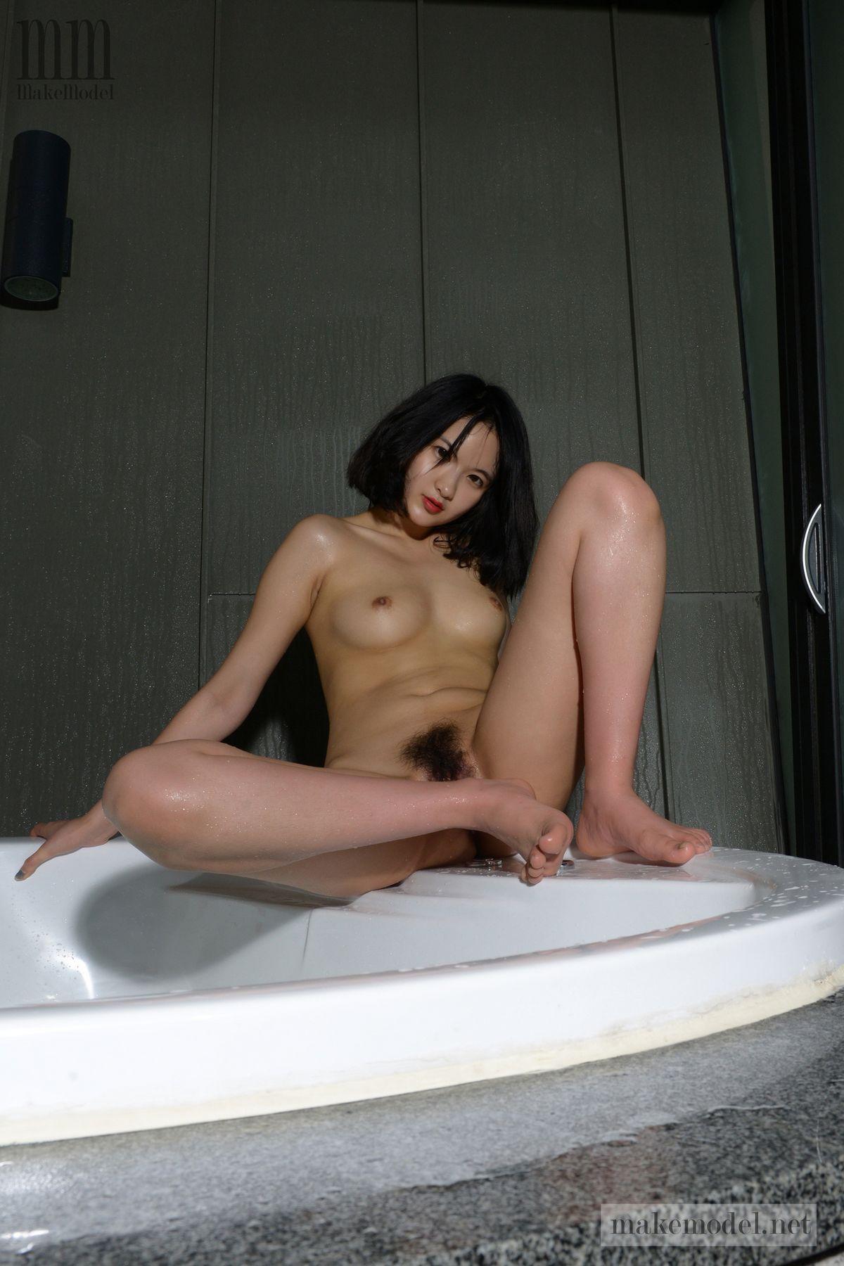 Суиджи - прекрасная японка с пушистой киской. Порно прекрасный.