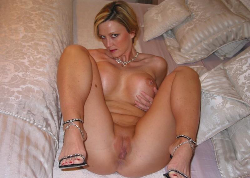 Блондинистая зрелка может затмить любую юную тёлку своим соблазнтельным туловищем. Порно зрелка.