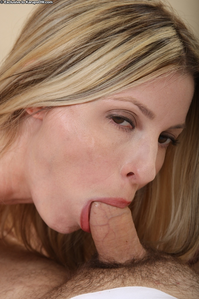 Блондиночка Alexis Taylor с мелкими сосками и тугой пиздой сосет писю и дает проколоть себя на светлой кровати. Порно блондиночка.