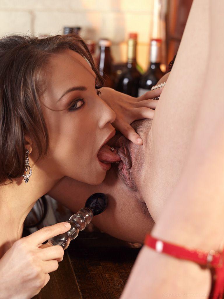 Стильная блондинка Kimberly Kane и ее черноволосая подруга развлекаются со своими щелками. Порно темноволосый.