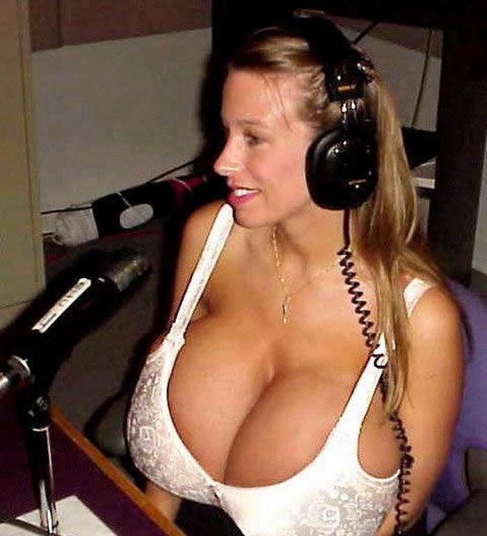 Милашки крупным ракурсом засняли свои плотные груди. Порно упругий.
