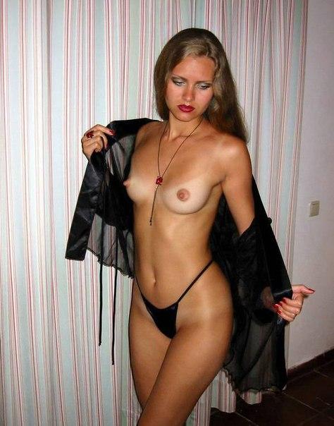 Одинокие дамочки фотографируются голышом, показывая грудь. Порно одинокая.