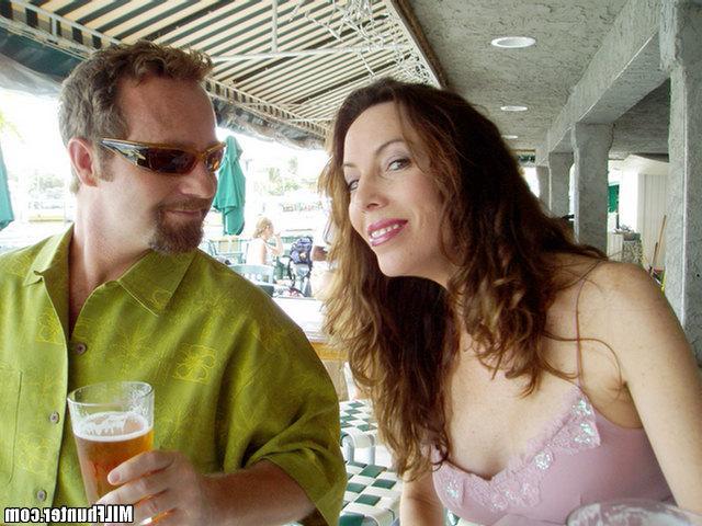 Партнер облил спермой лицо манекенщицы. Порно лицо.