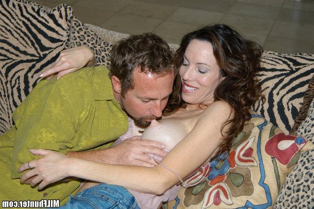Партнер облил спермой лицо манекенщицы. Порно кончёй лицо.