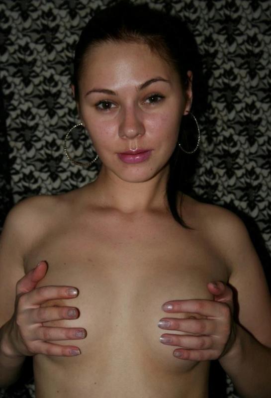 Русая порноактрисса охотно показывает мохнатую промежность соседу. Порно промежность мужику.