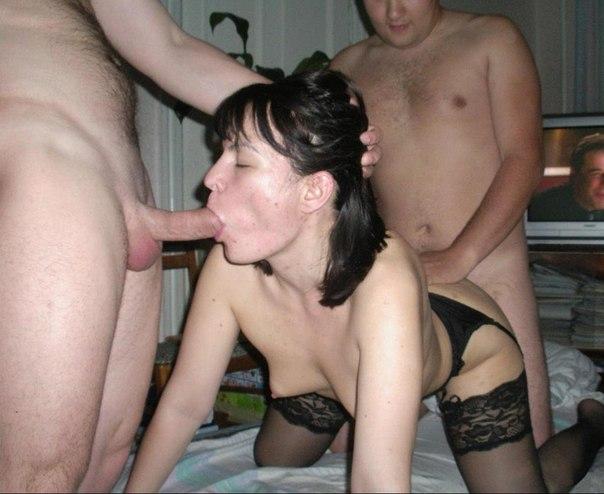 Бабы перед объективом хвастают обнаженными писями и занимаются сексом с парнями. Порно баба.
