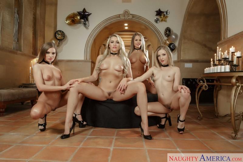 Новогодние голые девки. Порно новогодний.