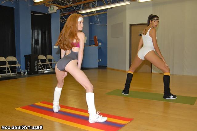 Лесби фитнес. Порно лесбийский.