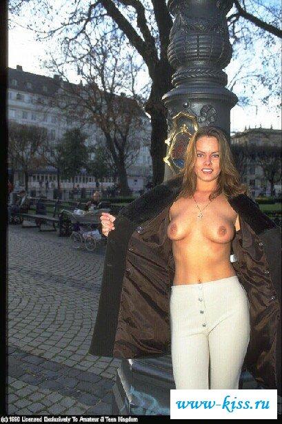 Красивая мамаша с без трусов грудями. Порно мамаша.