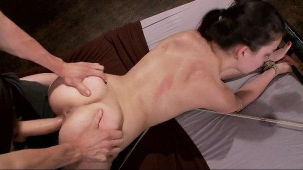 Ухоженные девахи с бритыми писями дают партнерам в обе дырочки. Порно стройный.
