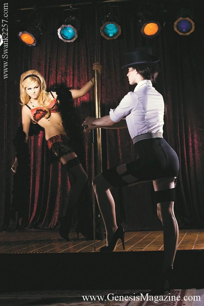 Лесбийские танцовщицы Arianna Armani и Stoya  сосут и ебут вибратором тугую пилотку друг у друга. Порно друг.