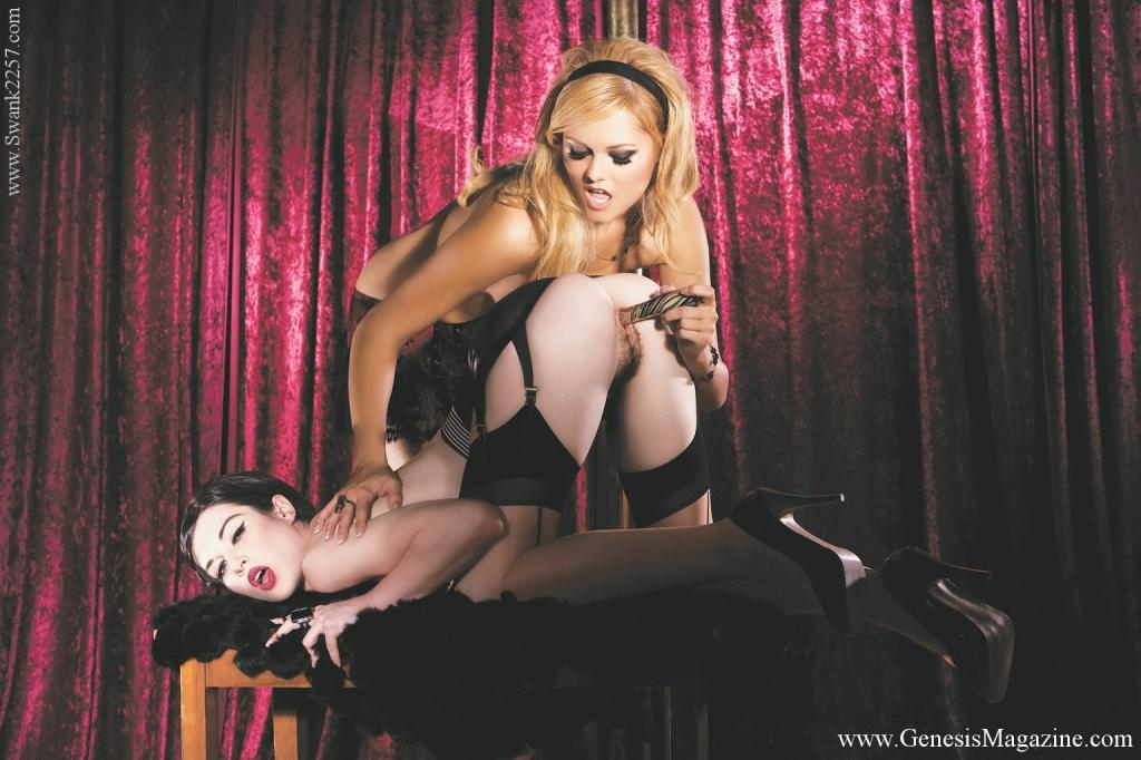 Лесбийские танцовщицы Arianna Armani и Stoya  сосут и ебут вибратором тугую пилотку друг у друга. Порно танцовщица.