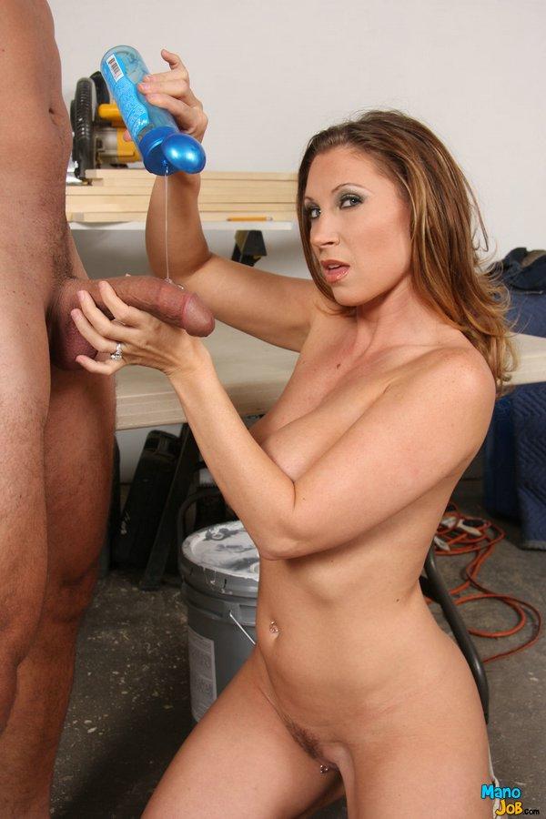 Титькастая зрелка Девон Ли обнажает шикарное тело и дрочит. Порно зрелка.