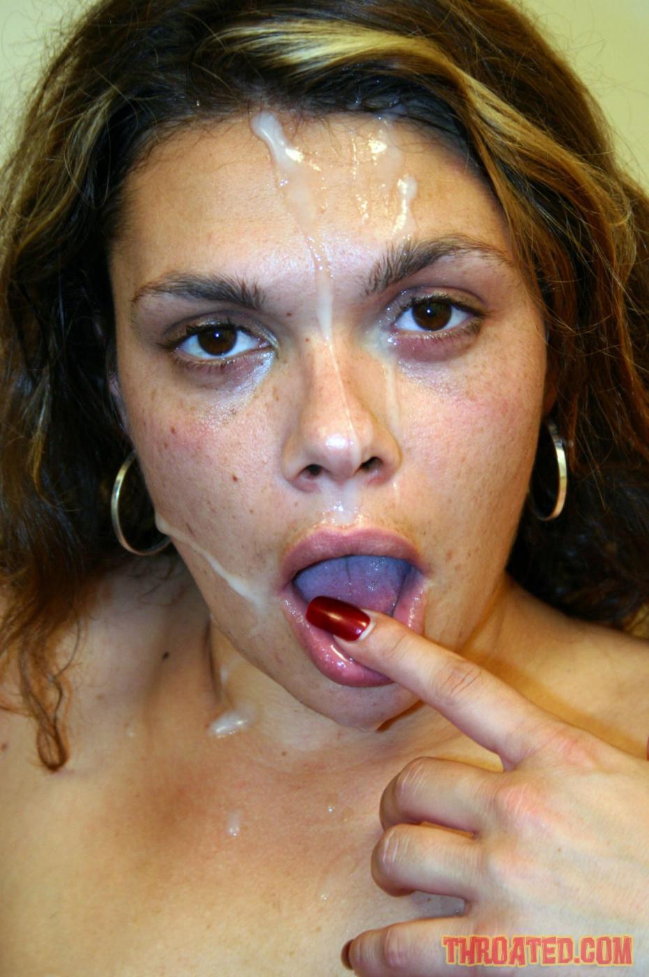 Isabella Stanza подставила лицо под фонтаны спермы после глубокой работы ртом и растопыривает свои ноги. Порно фонтаны спермы.