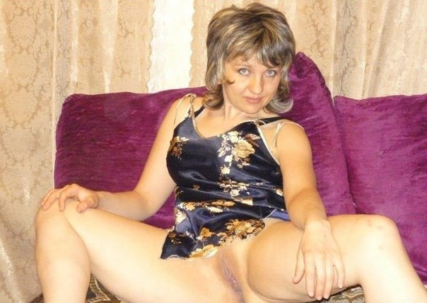 Девахи соблазняют самцов нагими вагинами и ебутся с ними. Порно сучка.