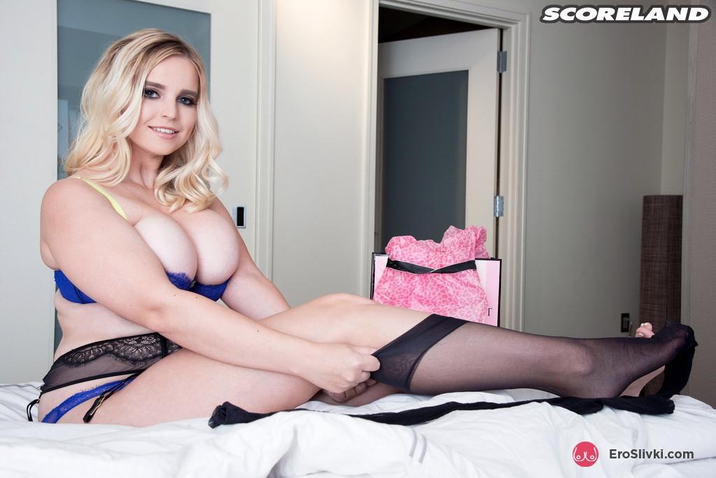 Толстая блондиночка Коди выкатывает на обозрение выразительные натуральная грудь перед онанизмом. Порно толстый.