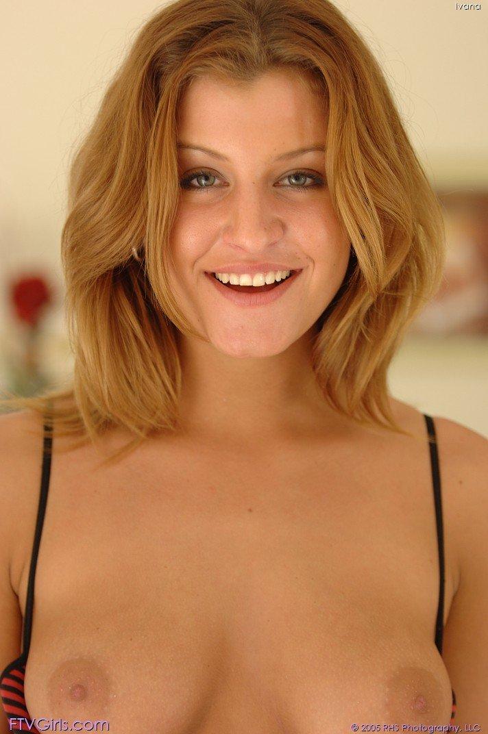 Блестящая топ-модель в нижнем белье Kristina Blond стянула стринги. Порно нижний.