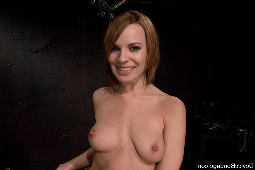 Настю подвесили и боль привела ее к оргазму. Порно настю.