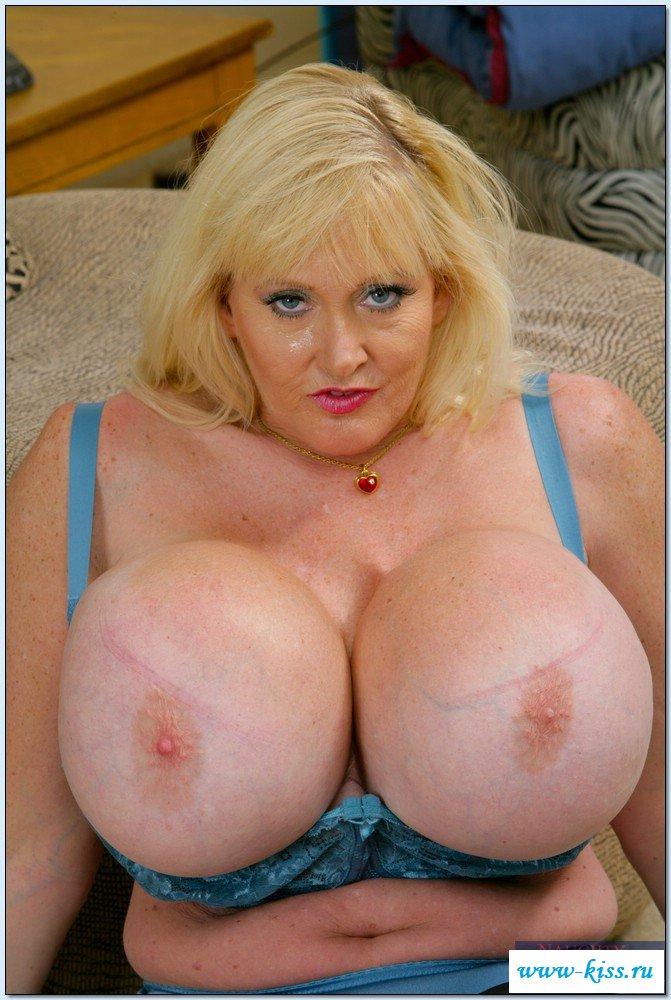 Громадные нагие буфера старушки. Порно Крупные голые.