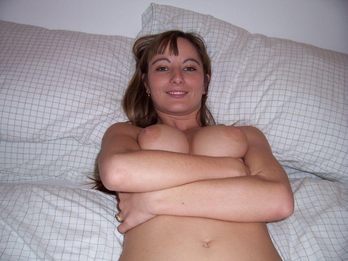 Молодая британка Катрин не на шутку возбудилась от раздетой фотосессии. Порно британка.