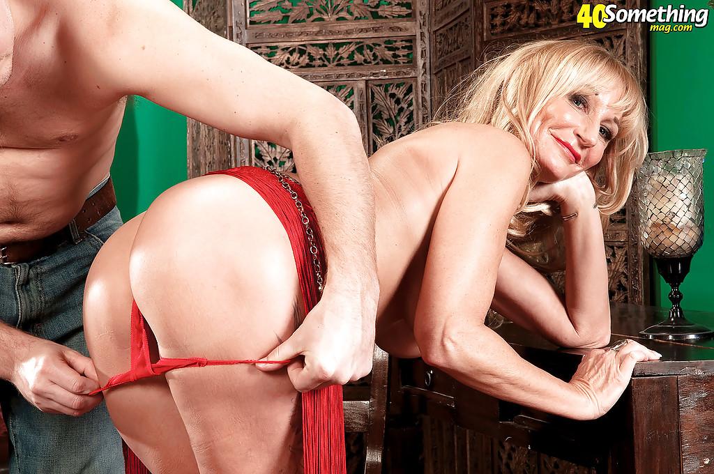 Взрослая танцовщица скачен на фаллосе своего клиента секс фото. Порно взрослый.